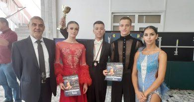 """Четири вицешампионски титли за танцьорите на КСТ """"Роза"""""""