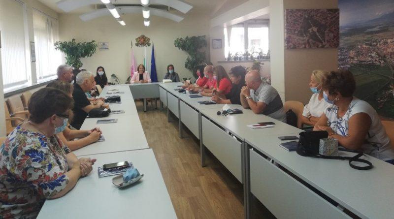 Кметът на Казанлък: Новата учебна година да е по-спокойна, присъствена и успешна!
