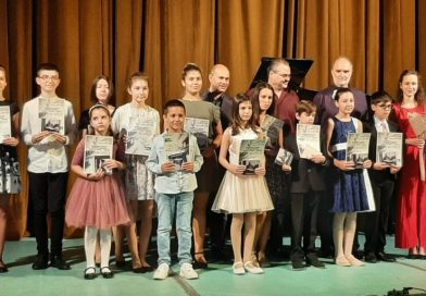 Младите пианисти Христиана, Тома и Грациела с призови места от национален конкурс
